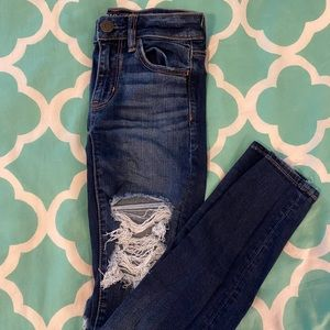 American Eagle dark wash ripped skinny jeans!!